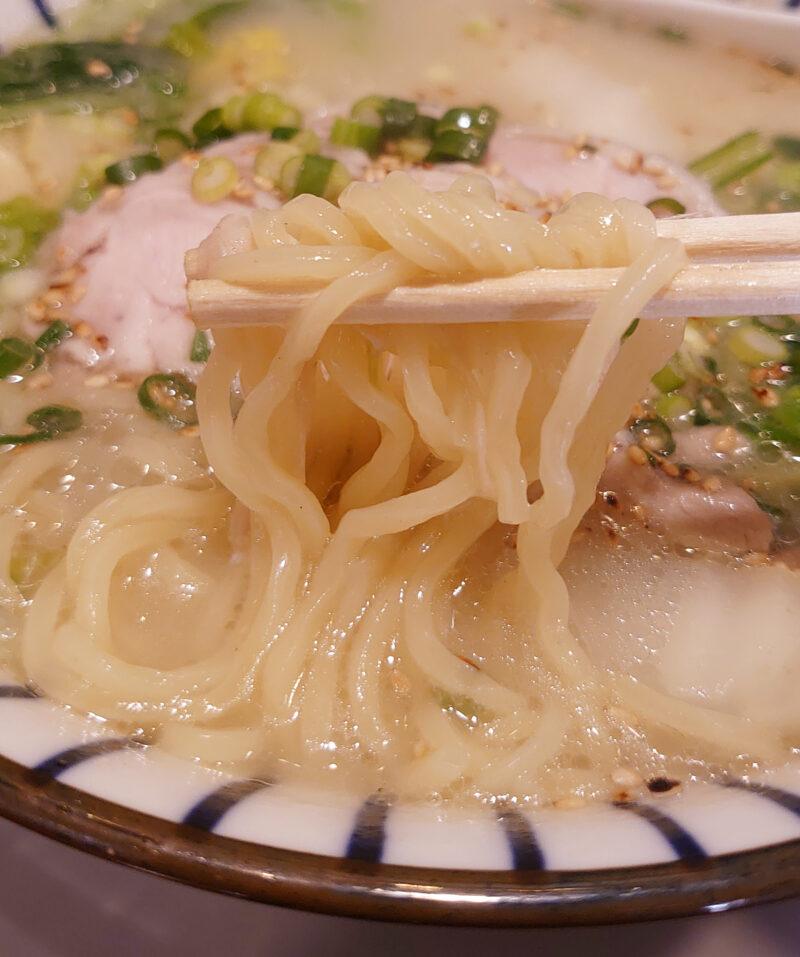 西川口 永吉 青葉入り鶏肉白湯煮込み麺