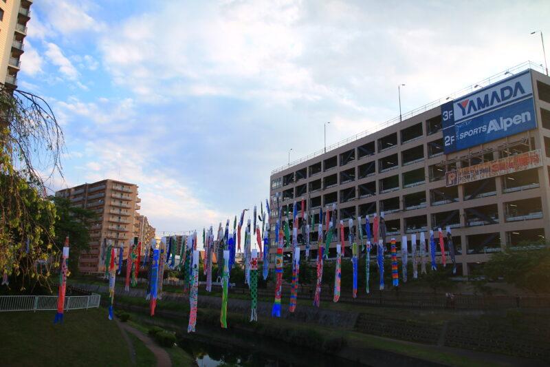 鯉のぼり 川口元郷駅