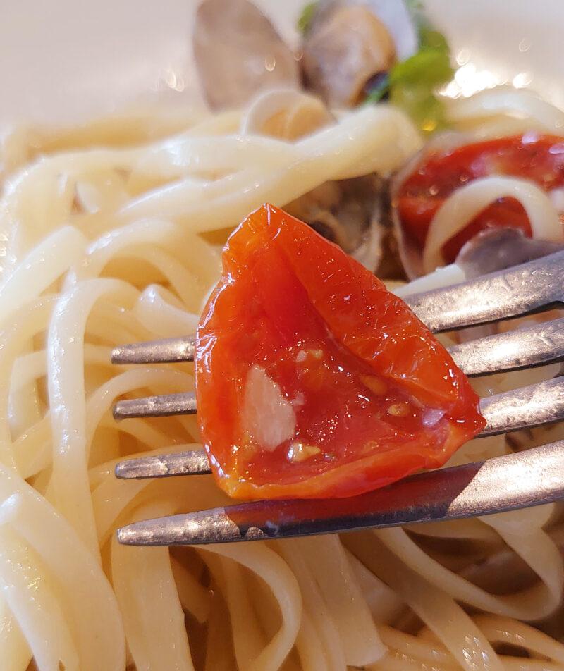 川口タンブレロのセミドライトマト ボンゴレビアンコ